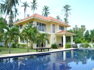 YoLi House - 3 chambres, 2 SDB, piscine privée - Thong Krut vacation rentals