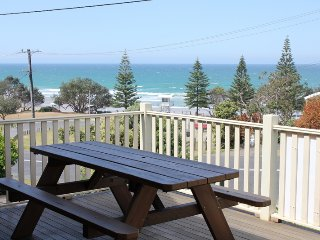 THE QUARTERDECK - 1 Beach St BH - Bonny Hills vacation rentals