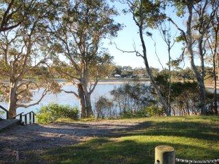 'AQUA VIEW' 5/2 Aqua Cres, Lake Cathie - Lake Cathie vacation rentals