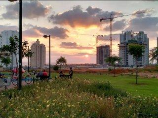 Ir Yamin - 3 Bed Sea-View Apartment - Netanya vacation rentals