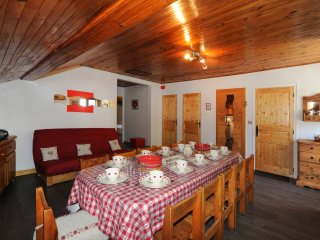 Cozy flat in Levassaix with views - Levassaix vacation rentals