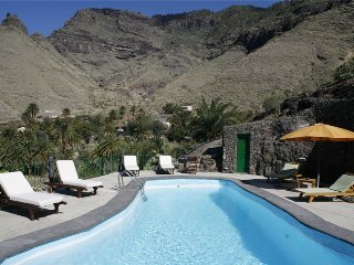 Large holiday cottage with pool in Agaete - Chilanga vacation rentals