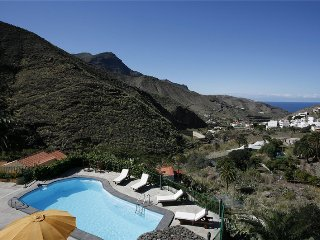 Holiday cottage with pool in Agaete - Chilanga vacation rentals