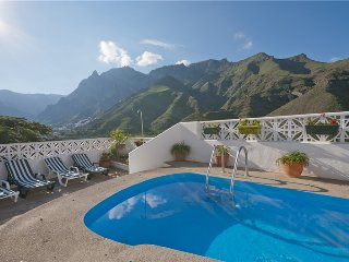 Holiday cottage with private pool in Agaete - Chilanga vacation rentals
