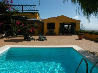 Holiday cottage with private pool in Telde - Lusaka vacation rentals