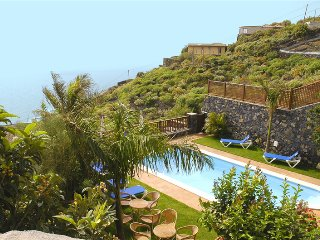 Holiday cottage with shared pool in Mazo - 2 - Chizarira National Park vacation rentals