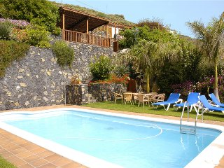 Holiday cottage with shared pool in Mazo - 1 - Chizarira National Park vacation rentals