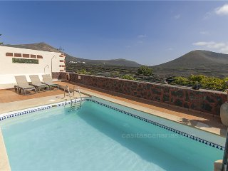 Holiday cottage with shared pool in La Geria - Chisamba vacation rentals