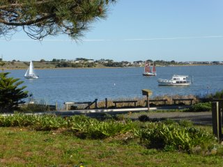 Anembo, tranquillity by the river - Goolwa vacation rentals