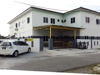 White House Tapah Road (Shahrini Homestay) - KATIL KING FOR 2 PAX - FAN - Tapah vacation rentals
