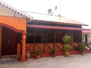 Cozy 3 bedroom Apartment in Hutan Melintang - Hutan Melintang vacation rentals