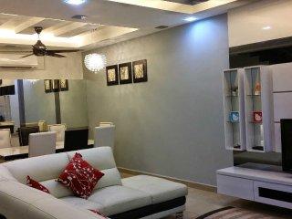 D'Fareez Homestay, Perjiranan 11, Bandar Dato Onn, Johor Bahru - Taman Molek vacation rentals