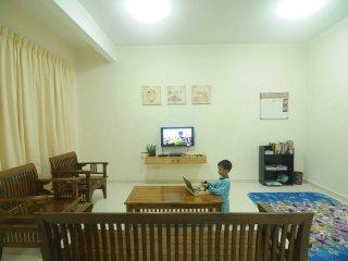 Bright 4 bedroom Central Melaka House with Parking - Central Melaka vacation rentals