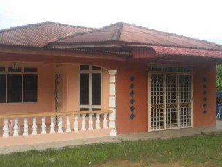 Homestay Banglo Pengkalan Balak - Kampong Masjid Tanah vacation rentals