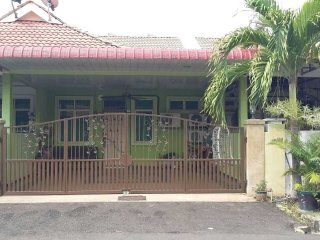 Nice Condo with Washing Machine and Satellite Or Cable TV - Padang Serai vacation rentals