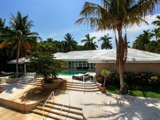 5 BR waterfront home in Harbor Beach. HOT DEAL!! - Fort Lauderdale vacation rentals