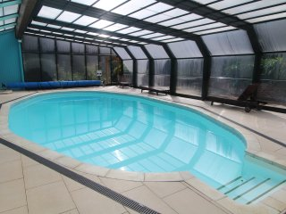 The Poolside: A Pretty Apartment with Heated Pool, Sauna, Gardens & Parking - Fowey vacation rentals