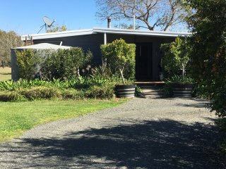 Perfect 4 bedroom Lovedale House with Deck - Lovedale vacation rentals