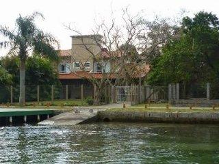 Casa com Deck p Barcos Frente Lagoa - Barra da Lagoa vacation rentals