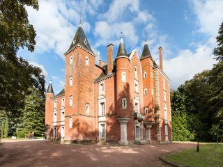 CHATEAU DE MONTSYMOND (official) - Romenay vacation rentals