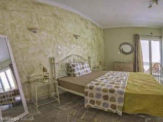 Luxury apartment for 4-7p near beach - Agios Gordios vacation rentals