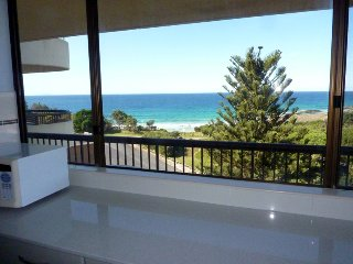 Cozy 2 bedroom Forster Apartment with A/C - Forster vacation rentals