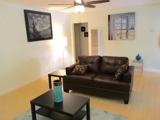 2 bedroom Apartment with Internet Access in Venice Beach - Venice Beach vacation rentals