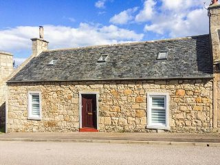 WICKIE COTTAGE, en-suite, woodburner, dog friendly, pizza oven, in Lossiemouth, Ref 936581 - Lossiemouth vacation rentals