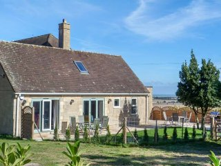 WILLOW COTTAGE, two bedrooms, pet-friendly, WiFi, Sky TV, Udimore, Rye, Ref 943713 - Rye vacation rentals