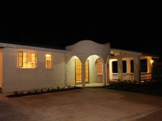 3 bedroom House with Housekeeping Included in Bridgetown - Bridgetown vacation rentals