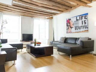 17. STUNNING SAINT GERMAIN TRIPLEX FOR 6 - Paris vacation rentals