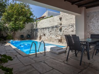 Charming Villa with Washing Machine and Television - Prines vacation rentals