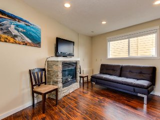 Dog-friendly condo w/partial ocean views - walk to the beach! - Lincoln City vacation rentals