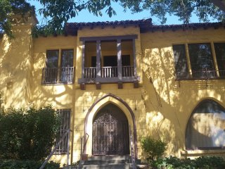 Spacious 3BDRM/APT in the heart of Mid-Wilshire - Los Angeles vacation rentals