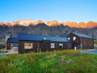 Comfortable 5 bedroom Lower Shotover Villa with Balcony - Lower Shotover vacation rentals