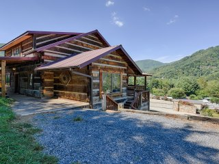 The Cabin at Mary's Place in Maggie Valley - Asheville vacation rentals