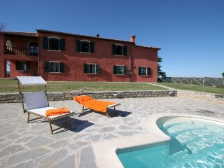 Gorgeous Villa in Tredozio with Wireless Internet, sleeps 16 - Tredozio vacation rentals