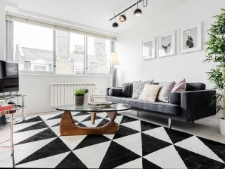 Oxford Circus Modern 2 Bed Flat, Serviced by Hostmaker - London vacation rentals