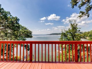 Lakefront lodge w/two decks, a row boat & a wood fireplace! - Burnet vacation rentals