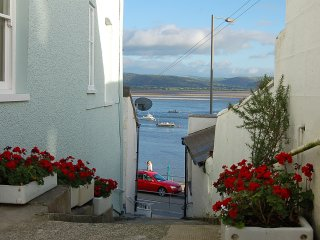 Seascape Apartment with Dovey Estuary views - Aberdovey / Aberdyfi vacation rentals