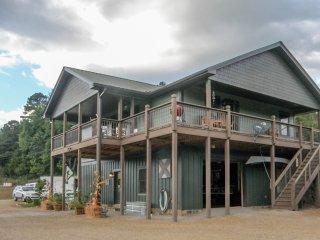 Cozy 2 bedroom Cottage in Franklin with Deck - Franklin vacation rentals
