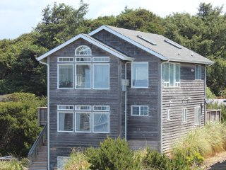 The Argo~Great Ocean Views, HotTub, King in Master - Lincoln Beach vacation rentals