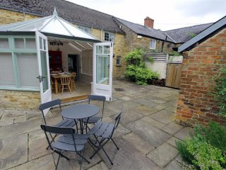 Charming 2 bedroom Kingham Cottage with Internet Access - Kingham vacation rentals