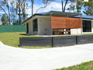 Gold Coast Theme Parks & Hinterland House (A) - Oxenford vacation rentals