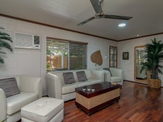 2 br private beach house, spa bath - Trinity Beach vacation rentals