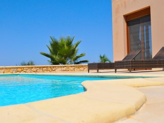 Bright 4 bedroom Gerani Villa with Internet Access - Gerani vacation rentals