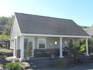 1 bedroom Cottage with Television in Cornelius - Cornelius vacation rentals