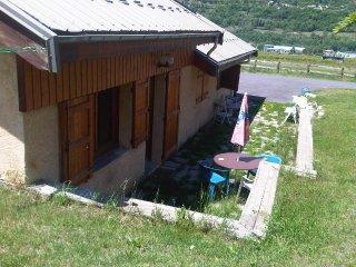 rez de jardin. Joli Studio meuble avec Mezzanine. - Villar-Saint-Pancrace vacation rentals