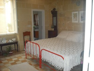 MARIA Townhouse Heart of Victoria - MAHOGANY Room - Victoria vacation rentals