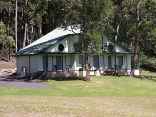 Perfect Villa with Deck and A/C - Nowra vacation rentals